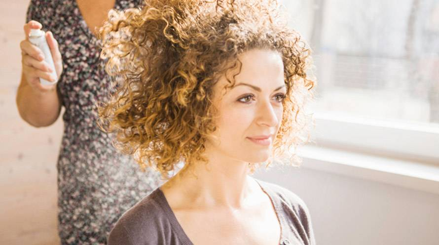 How To Tame Frizzy Curly Hair Hair Care Tips Garnier