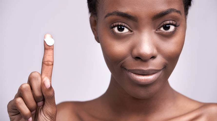 Learn 4 ways you are applying moisturizer wrong in your skin care routine - Garnier SkinActive