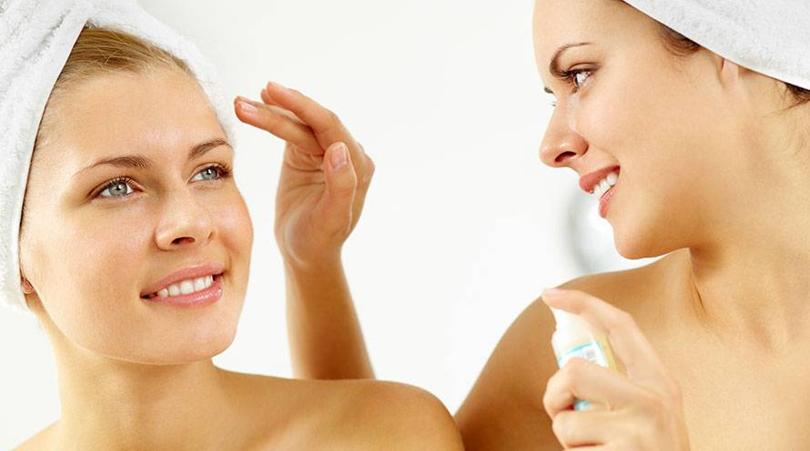 Learn 5 surprising ways to use moisturizer on your skin - Garnier SkinActive