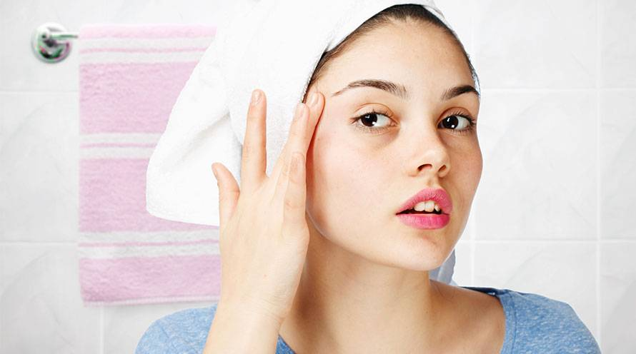 Learn the difference between blackheads and whiteheads  - Garnier SkinActive