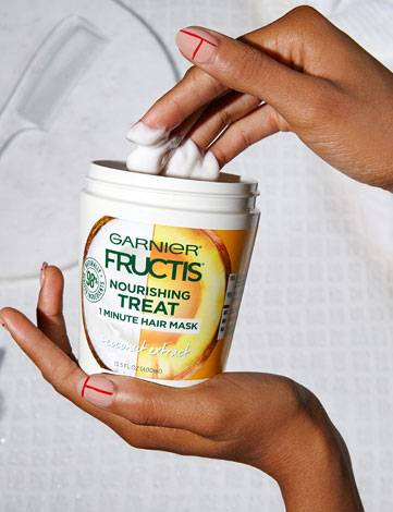 Garnier Fructis Nourishing Treat 1 Minute Hair Mask + Coconut Extract application